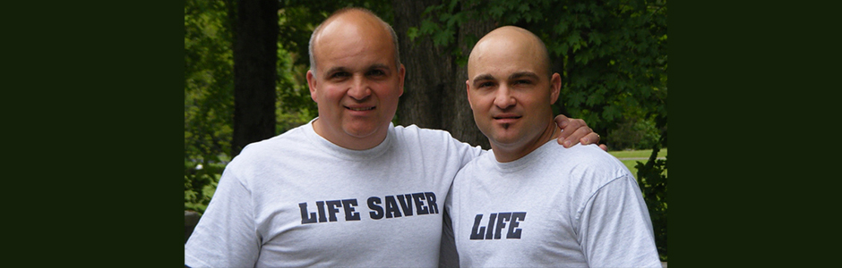 An organ donor and recipient pose together