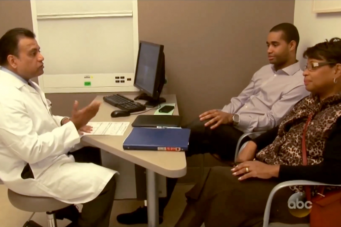 Dr. Kapur discusses kidney donation and transplantation with Rita and her son Anthony in an episode of NY Med