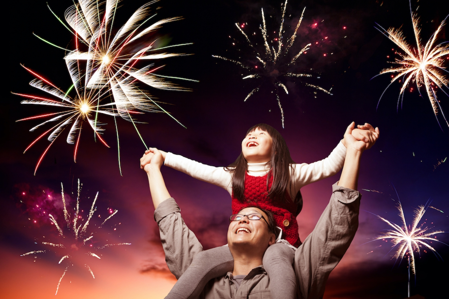 dad and daughter watches fireworks