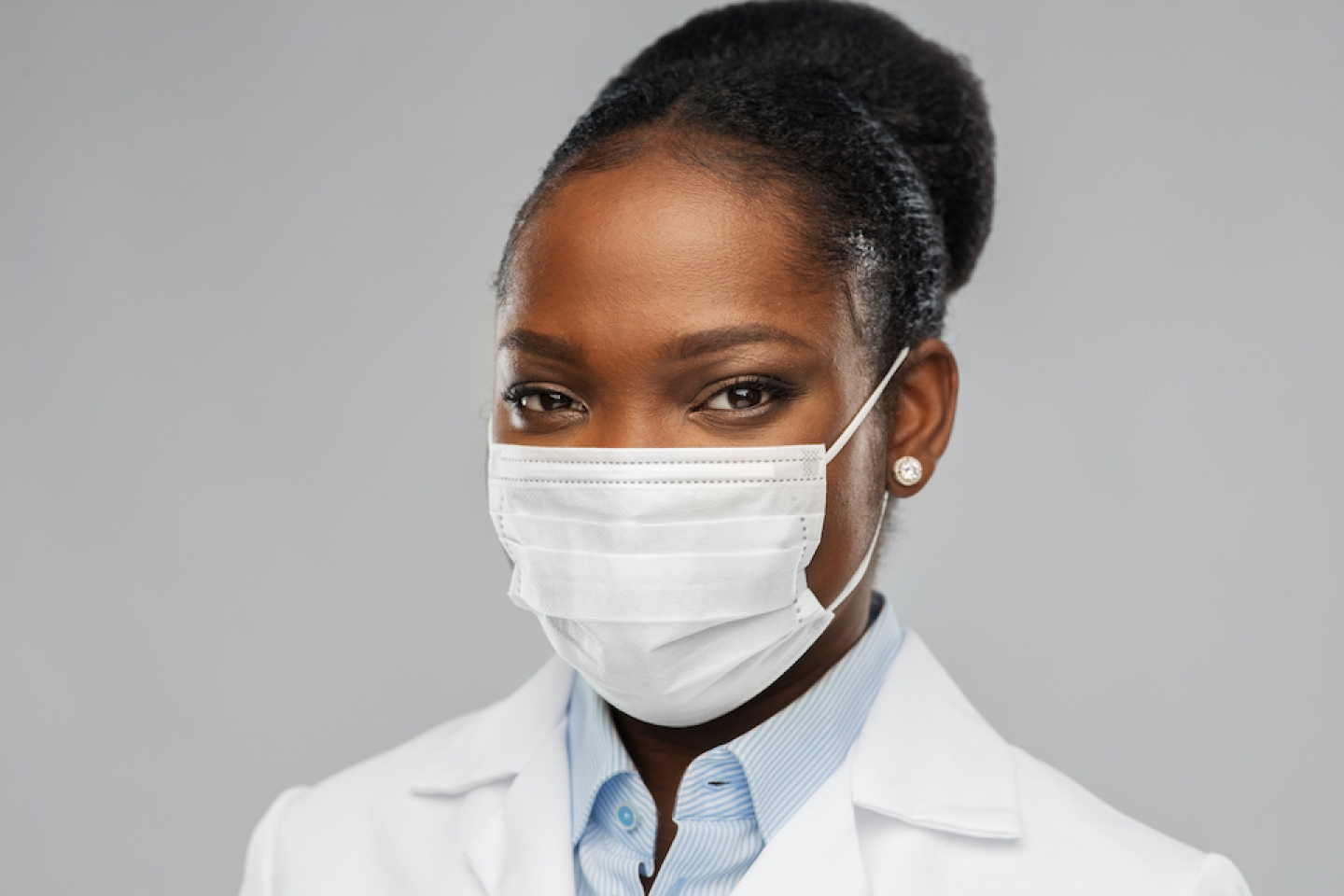 black women doctor with mask on