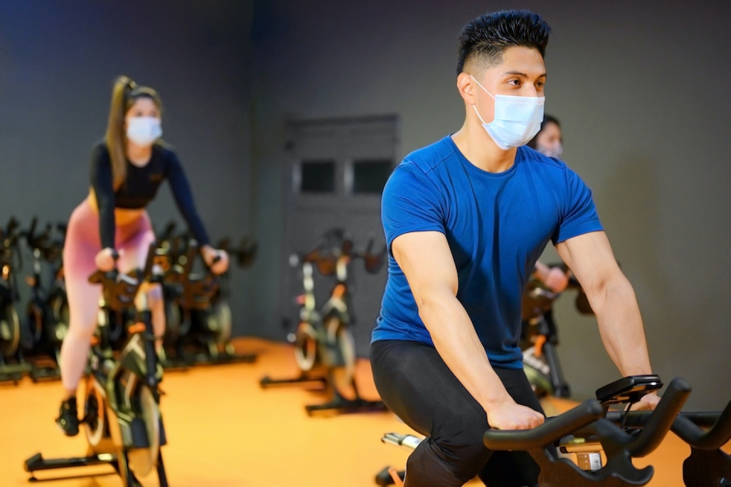 exercising with mask on at the gym