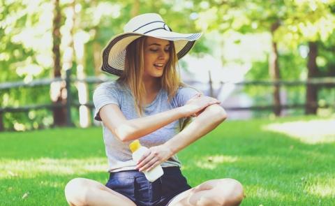 woman applies sunblock