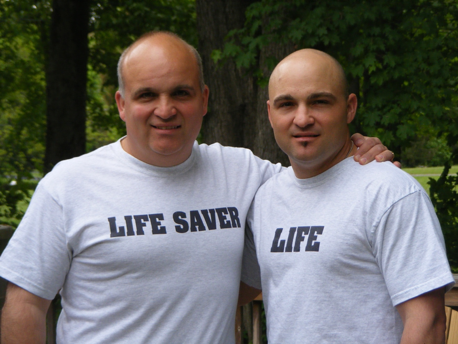 Kidney Donor and Recipient posing together in photo