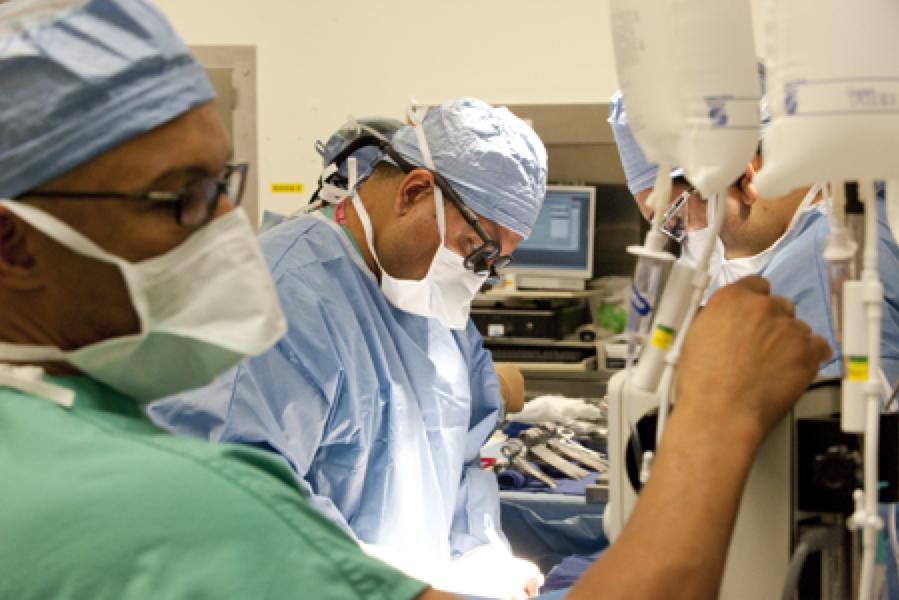 Dr. Kapur Performing a Kidney Transplant